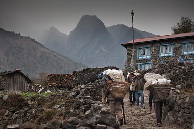 Porters - Solu-Khumbu Nepal