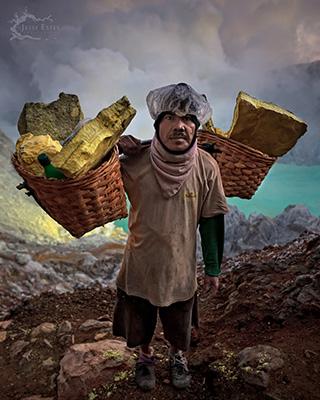 Miner - Photographing Kawah Ijen
